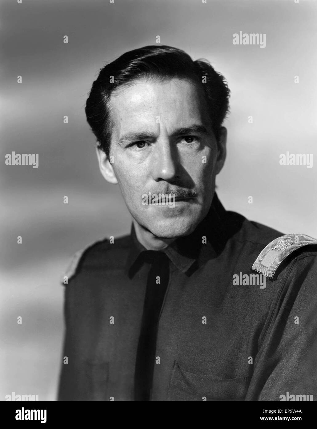 HUGH MARLOWE STAND AT APACHE RIVER (1953) - Stock Image