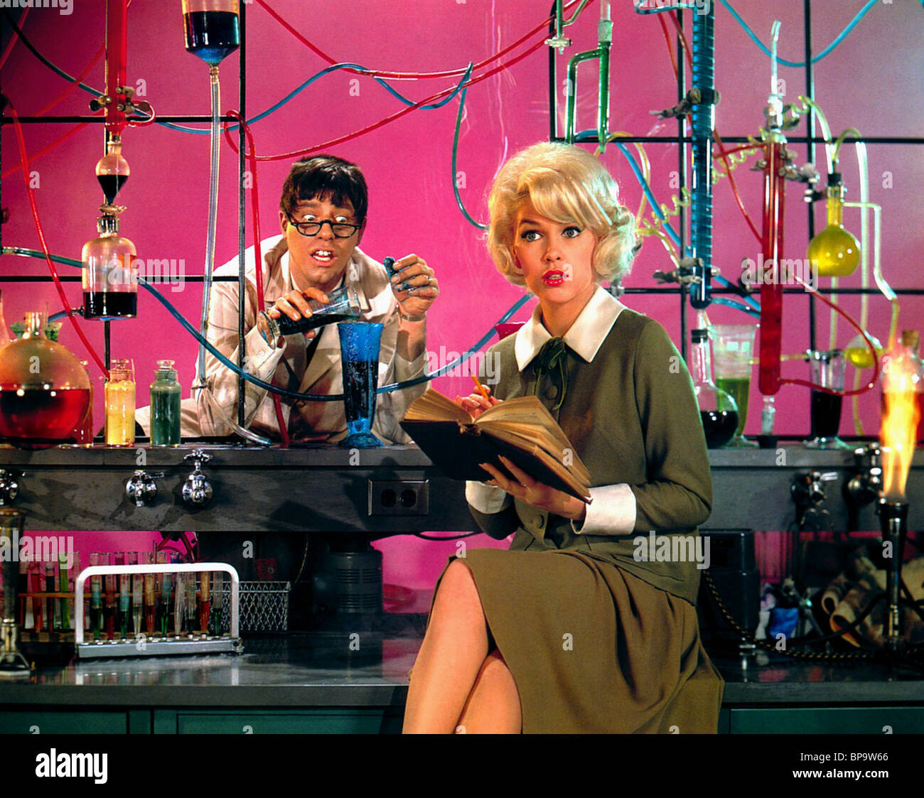 "1963 JERRY LEWIS /& STELLA STEVENS /""THE NUTTY PROFESSOR/""  PHOTO"