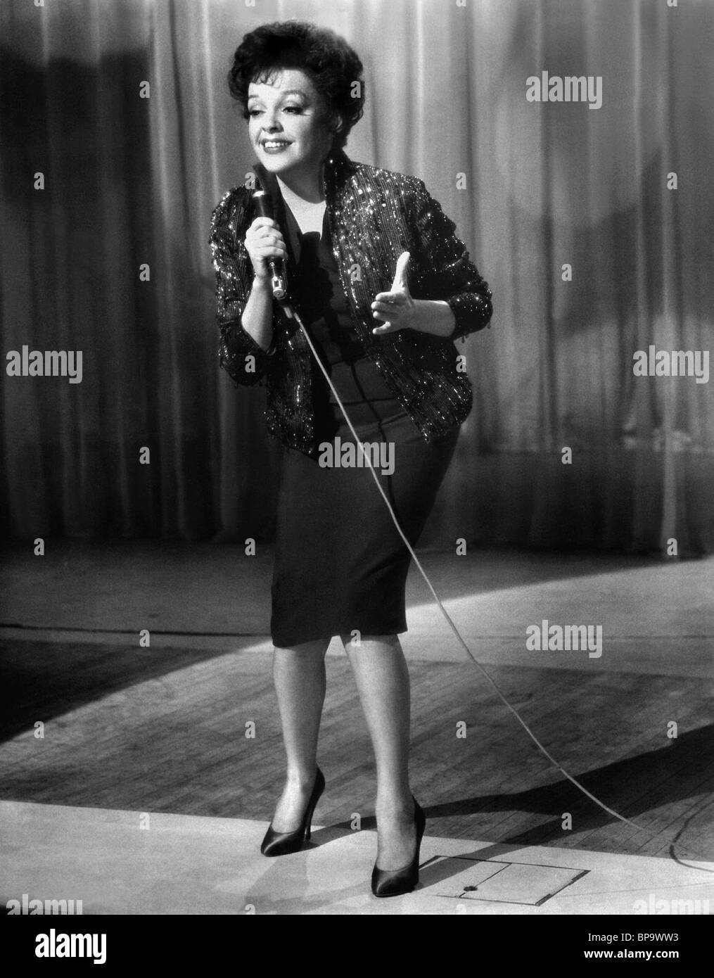 Judy Garland Singing High Resolution Stock Photography And Images Alamy