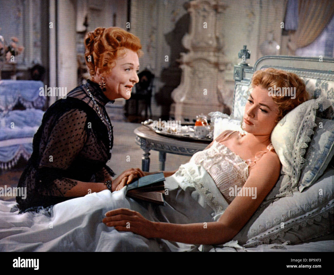 ESTELLE WINWOOD & GRACE KELLY THE SWAN (1956) - Stock Image