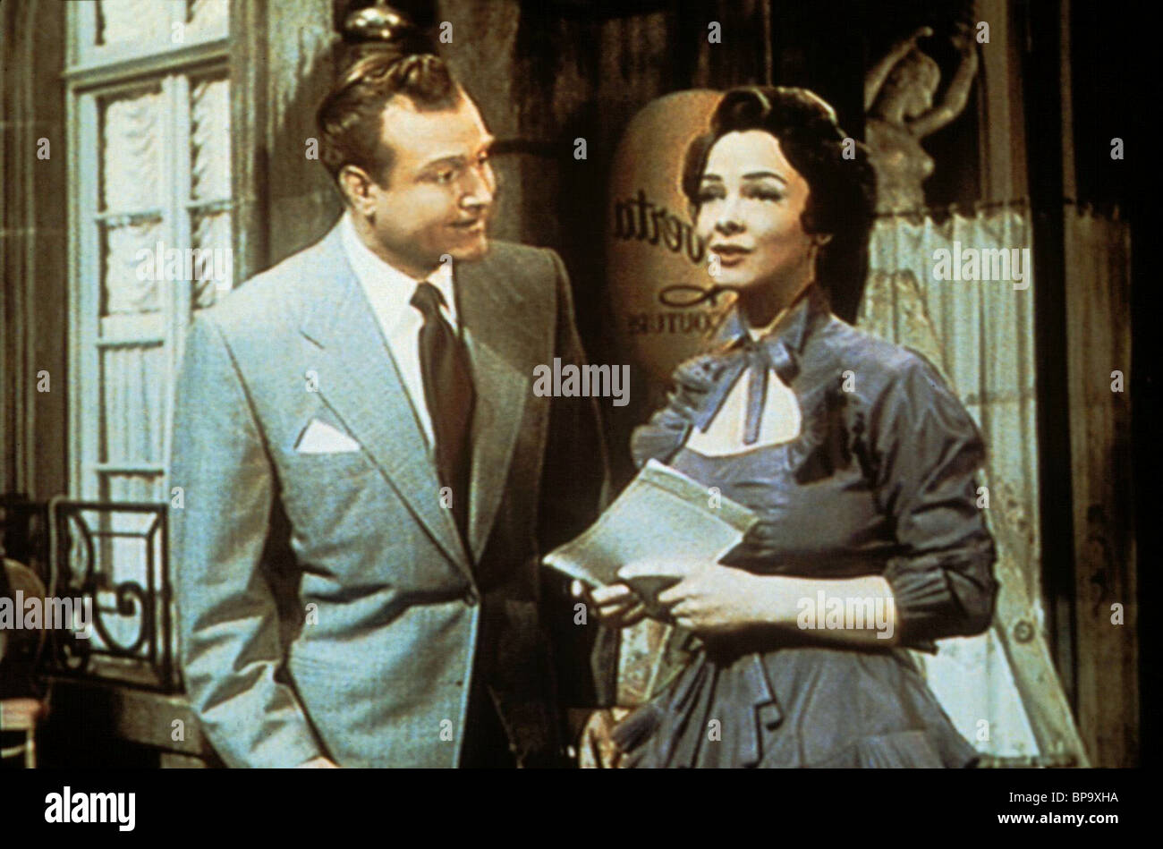 RED SKELTON & KATHRYN GRAYSON LOVELY TO LOOK AT (1952) - Stock Image