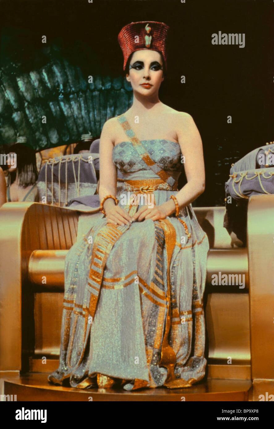 Elizabeth Taylor On Throne Cleopatra 1963 Stock Photo