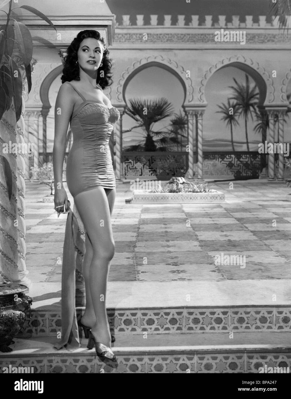 YVONNE DE CARLO PUBLICITY SHOT HOTEL SAHARA (1951) - Stock Image