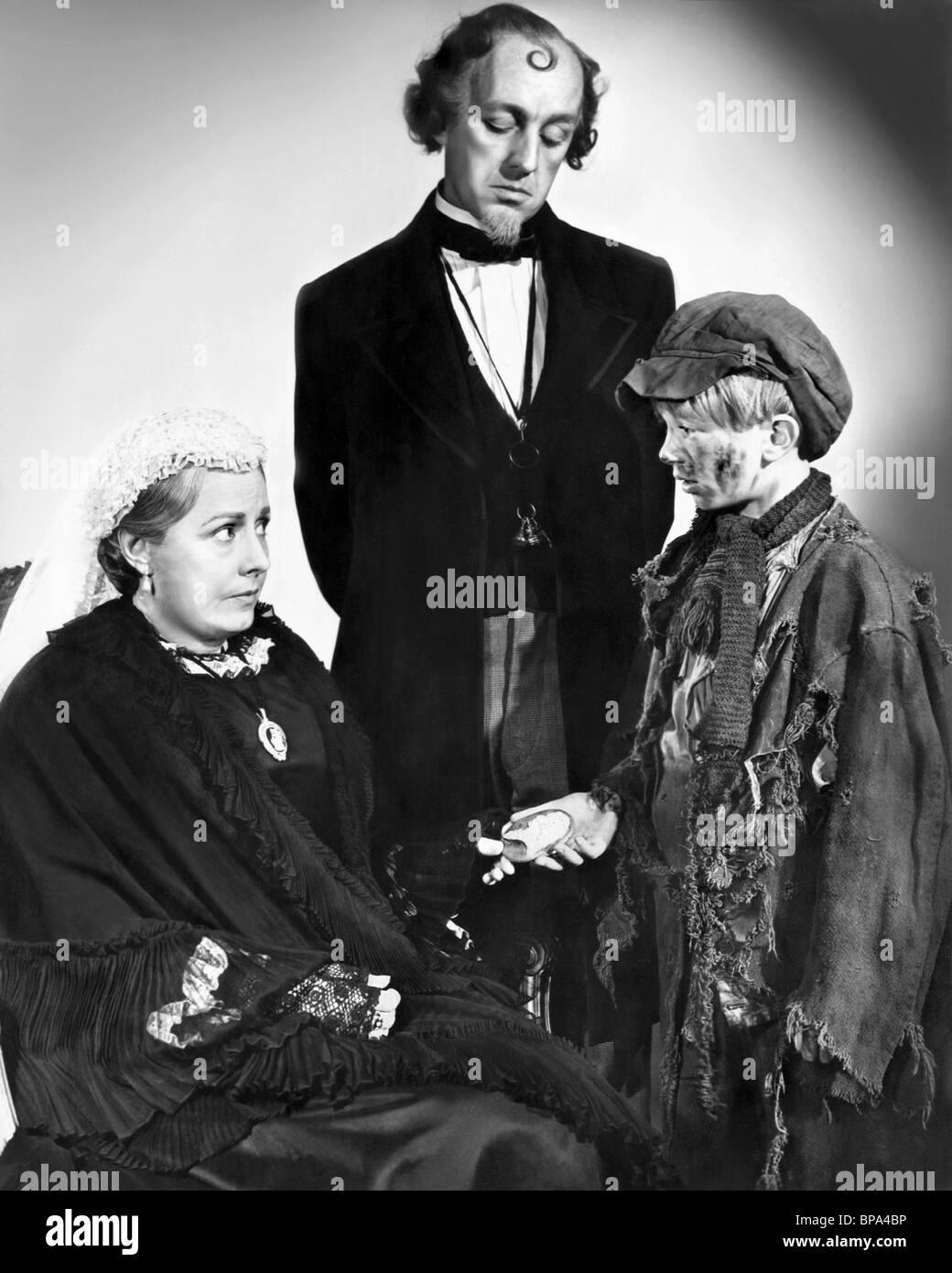 IRENE DUNNE, ALEC GUINNESS, ANDREW RAY, THE MUDLARK, 1950 - Stock Image