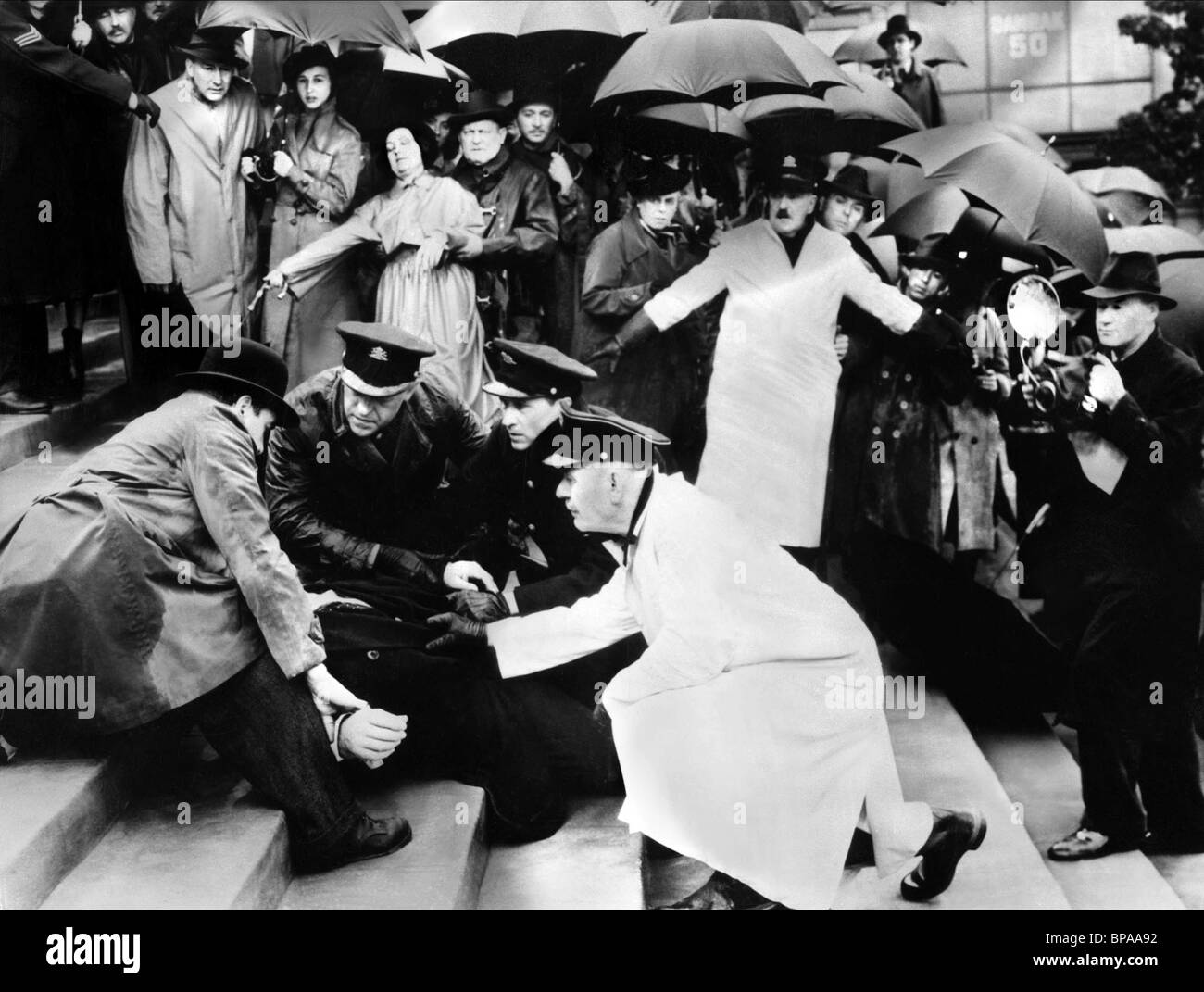 ASSASSINATION SCENE FOREIGN CORRESPONDENT (1940) - Stock Image