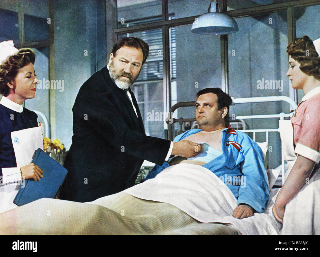 SCENE WITH JAMES ROBERTSON JUSTICE DOCTOR IN DISTRESS (1963) - Stock Image