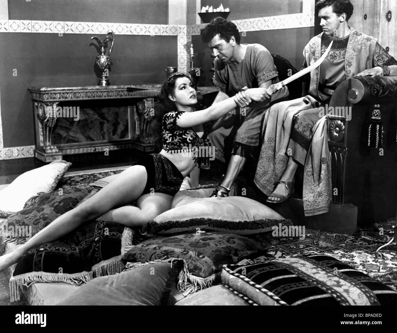 JULIE NEWMAR, RICHARD CONTE, TERRY KILBURN, SLAVES OF BABYLON, 1953 Stock Photo