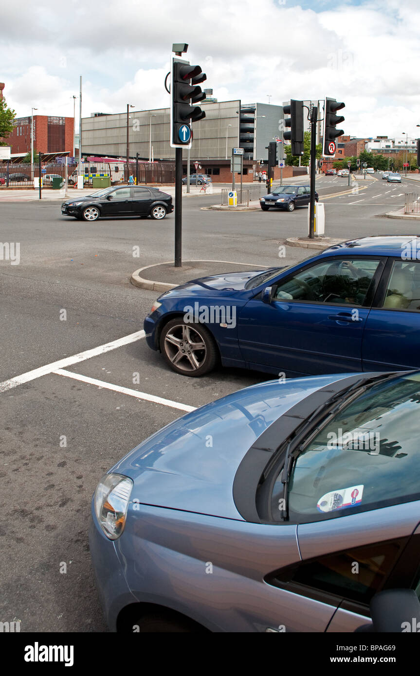 cars waiting at traffic lights in liverpool city centre, england, uk - Stock Image