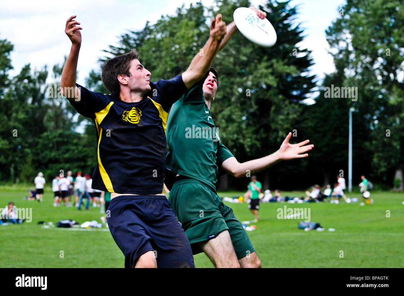 OCS vs Jabba Hucx. All Ireland Ultimate Frisbee Semi Final. Belfast, 22/08/2010 - Stock Image