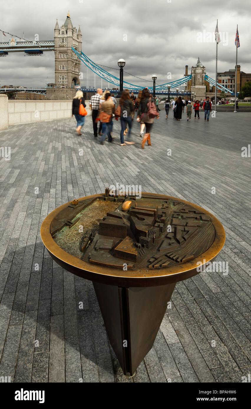 More London riverside 3D Bronze map. - Stock Image