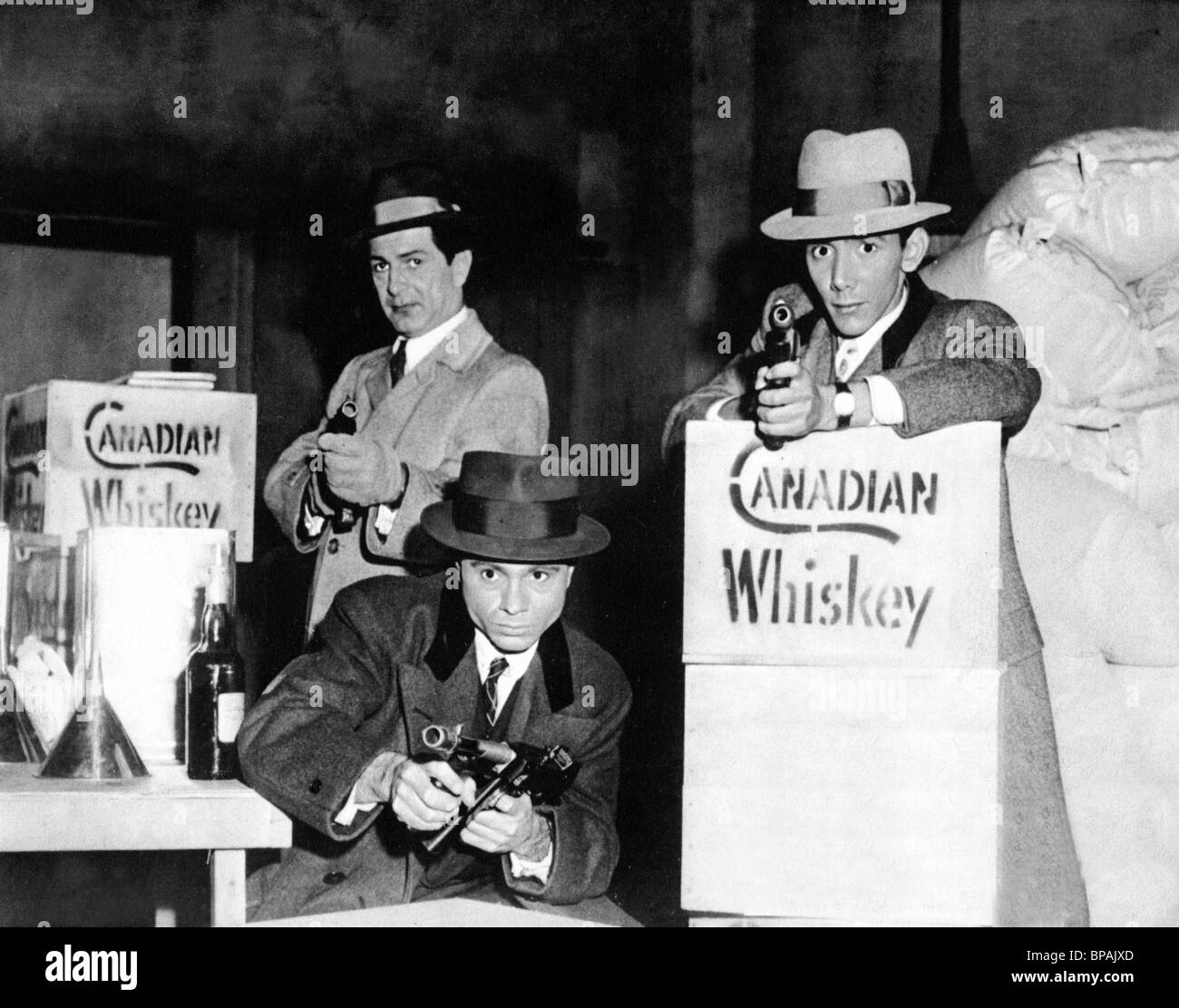 ROBERT BLAKE & BARRY SULLIVAN THE PURPLE GANG (1959) Stock Photo