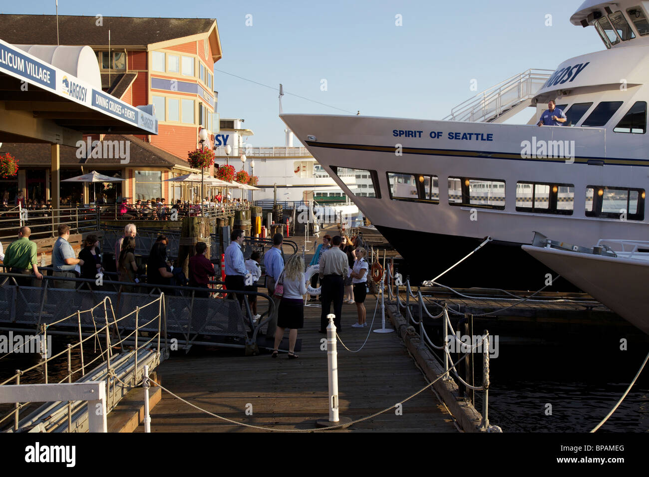 Passengers lined up to embark on dinner cruise. Seattle, Washington. - Stock Image