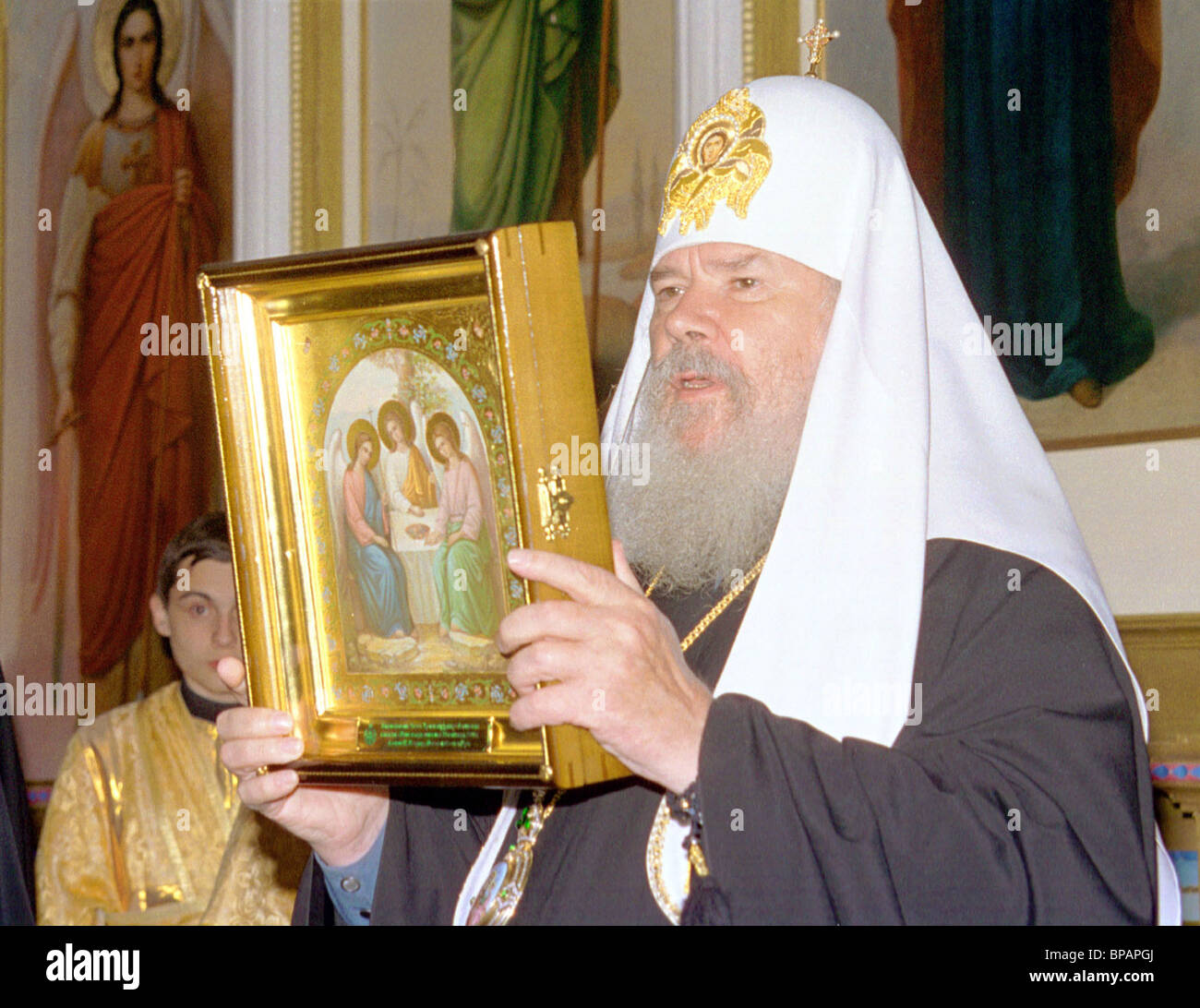 Patriarch Alexy II of Moscow and All Russia presents an icon to Saint Trinity Cathedral in Alapayevsk - Stock Image