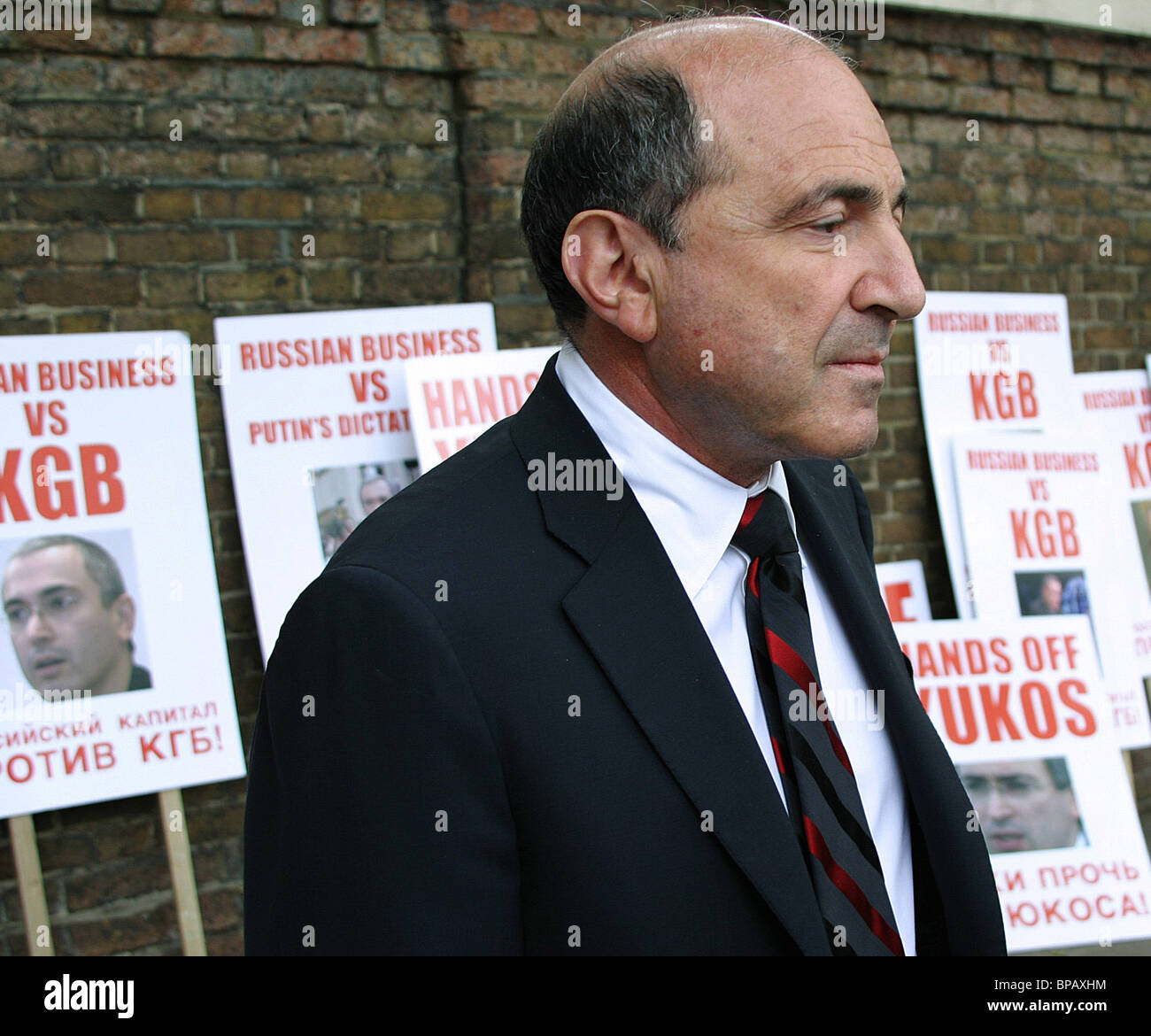 An action organized by Berezovsky in front the Russian consulate - Stock Image
