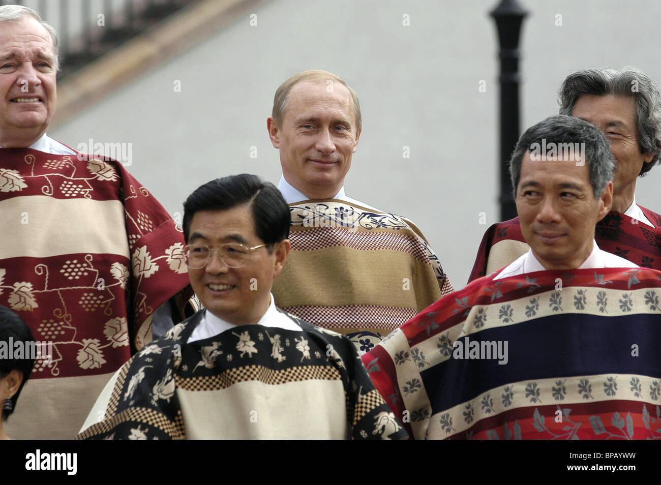 Group photo session at the 2004 APEC Summit in Santiago - Stock Image