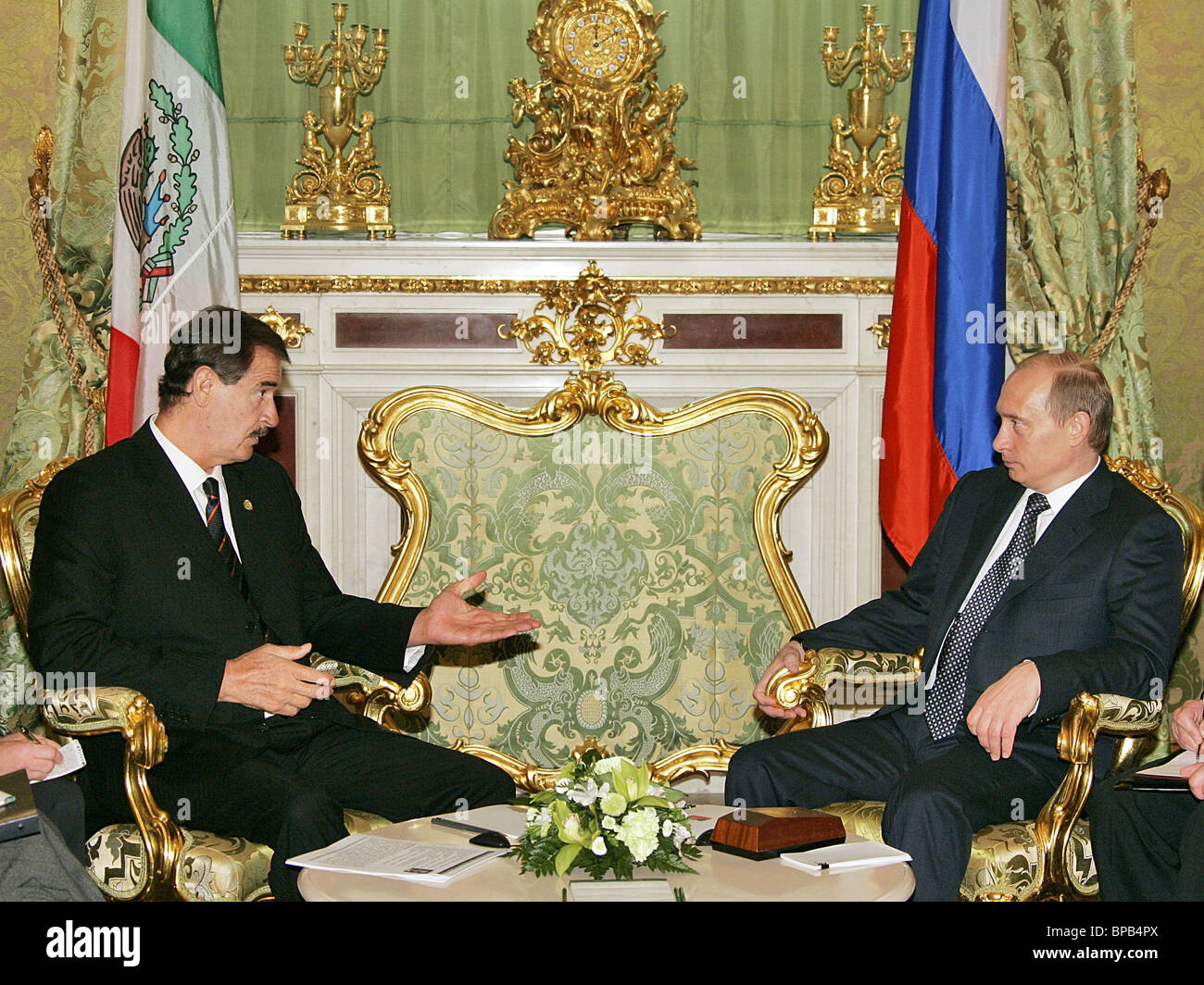 Russian President Vladimir Putin meets with Mexican President Vicente Fox - Stock Image