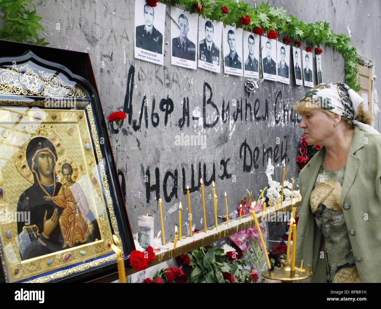 Mourning ceremonies at Beslan's School Number One - Stock Image