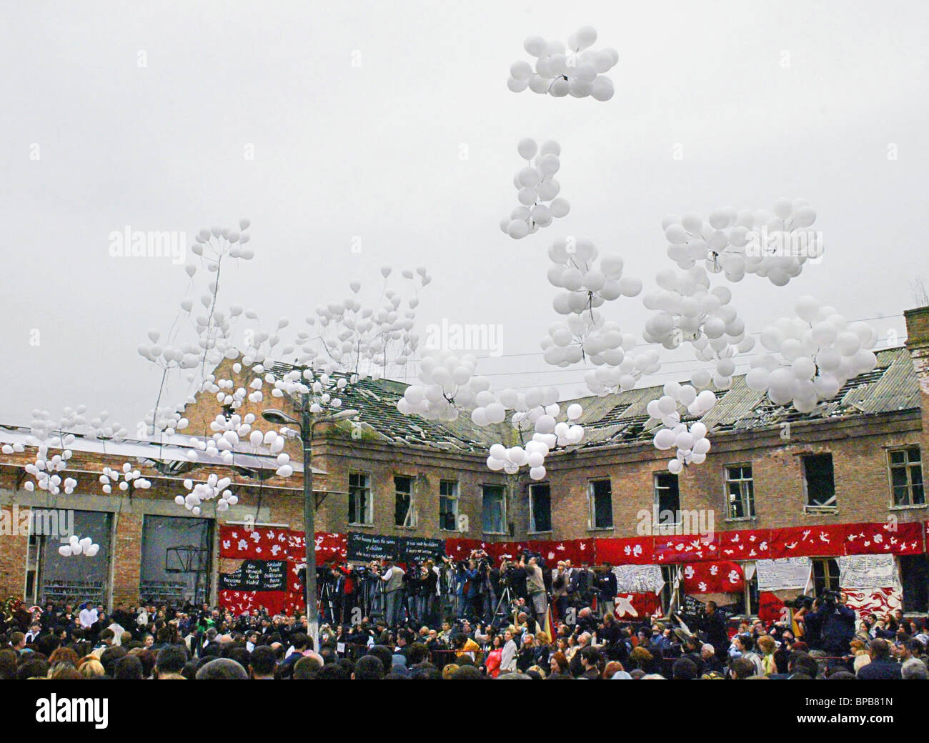 Mourning ceremonies at Beslan's School Number One - Stock Image