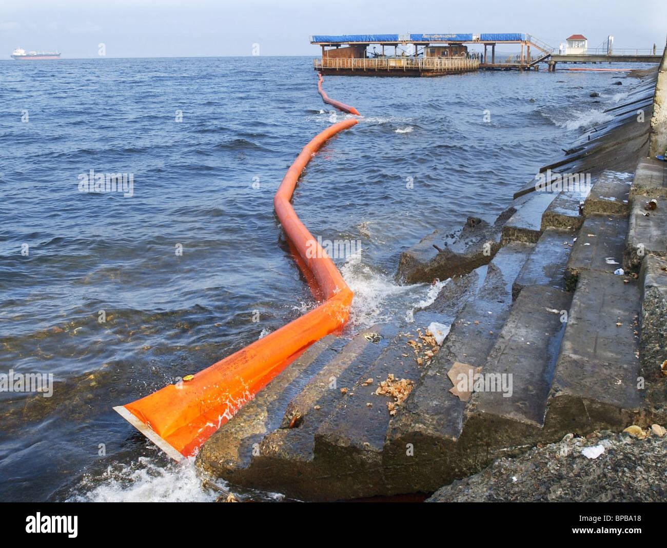 Cleanup operation at the Vladivistok seaquarium - Stock Image