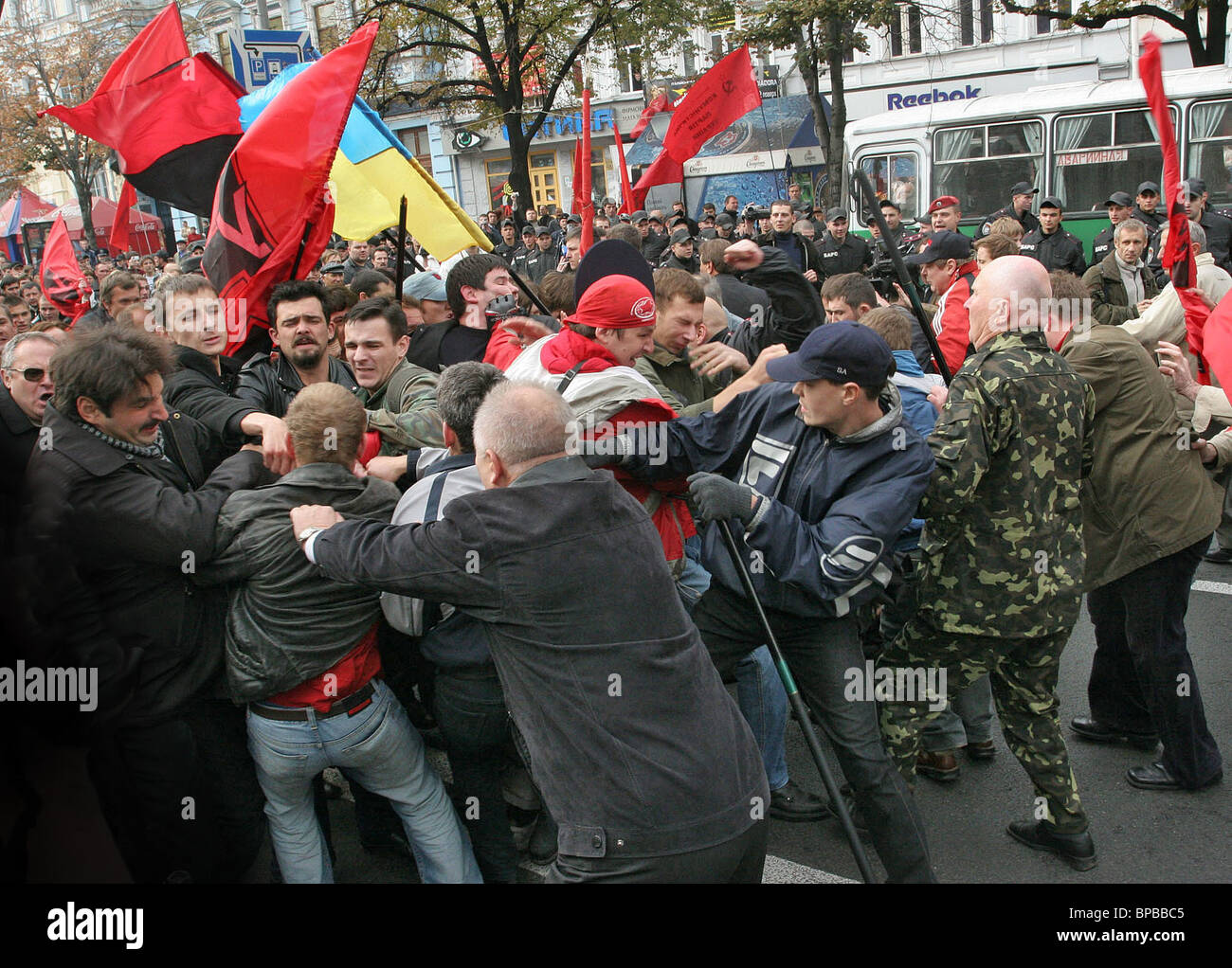 Leftists, nationalists scuffle in Ukraine over WW2 - Stock Image