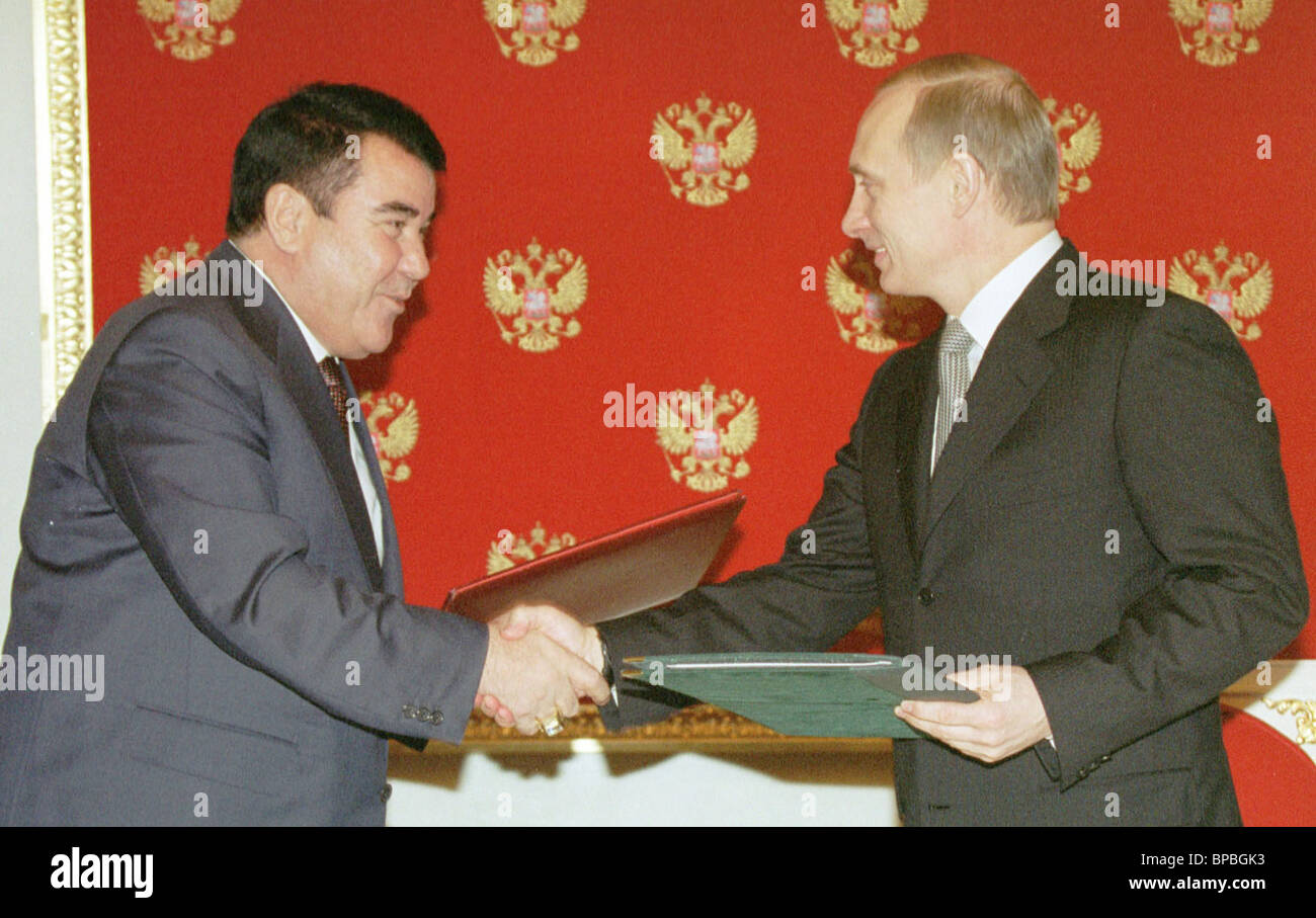 Putin and Niyazov exchanging documents after signing - Stock Image