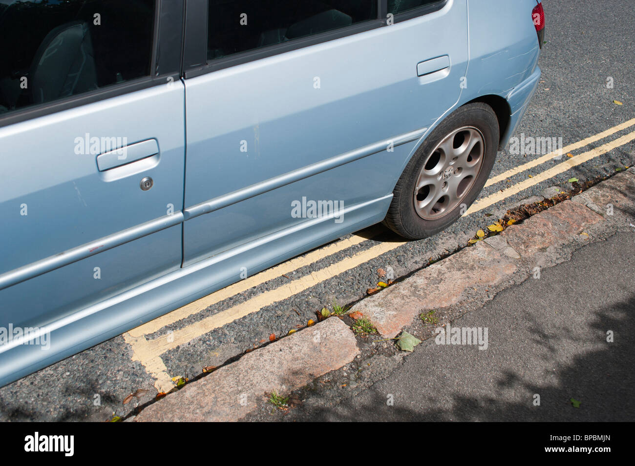 A car parked halfway over double yellow lines, UK 2010 - Stock Image