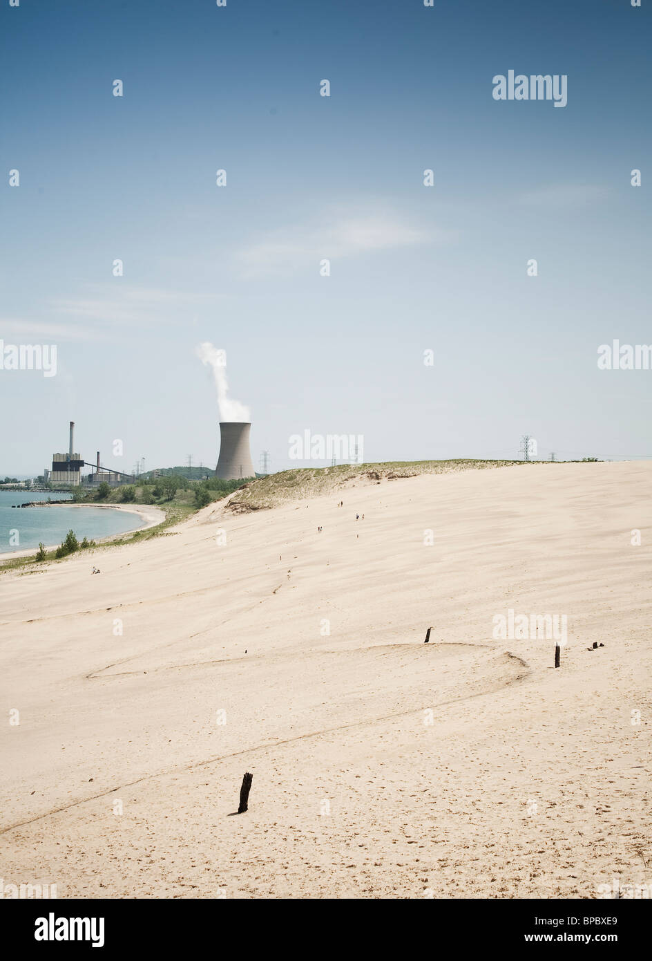 Nuclear reactor cooling tower behind a beach - Stock Image