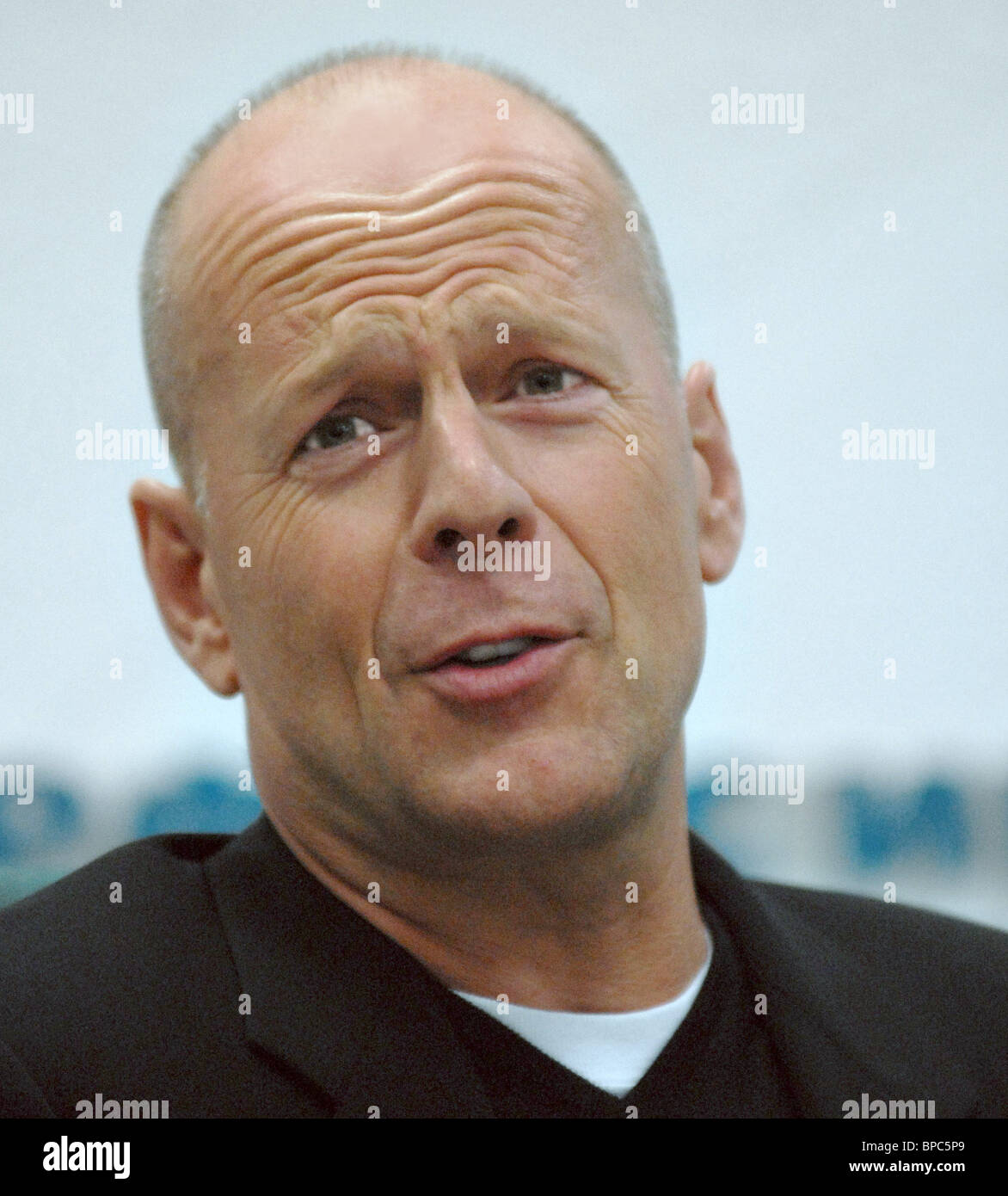 Hollywood actor Bruce Willis presents new Dreamworks' animated film Over the Hedge in Moscow - Stock Image