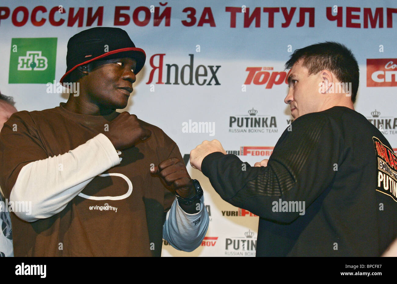 Boxers Oleg Maskaev and Peter Okhello give press conference in Moscow - Stock Image