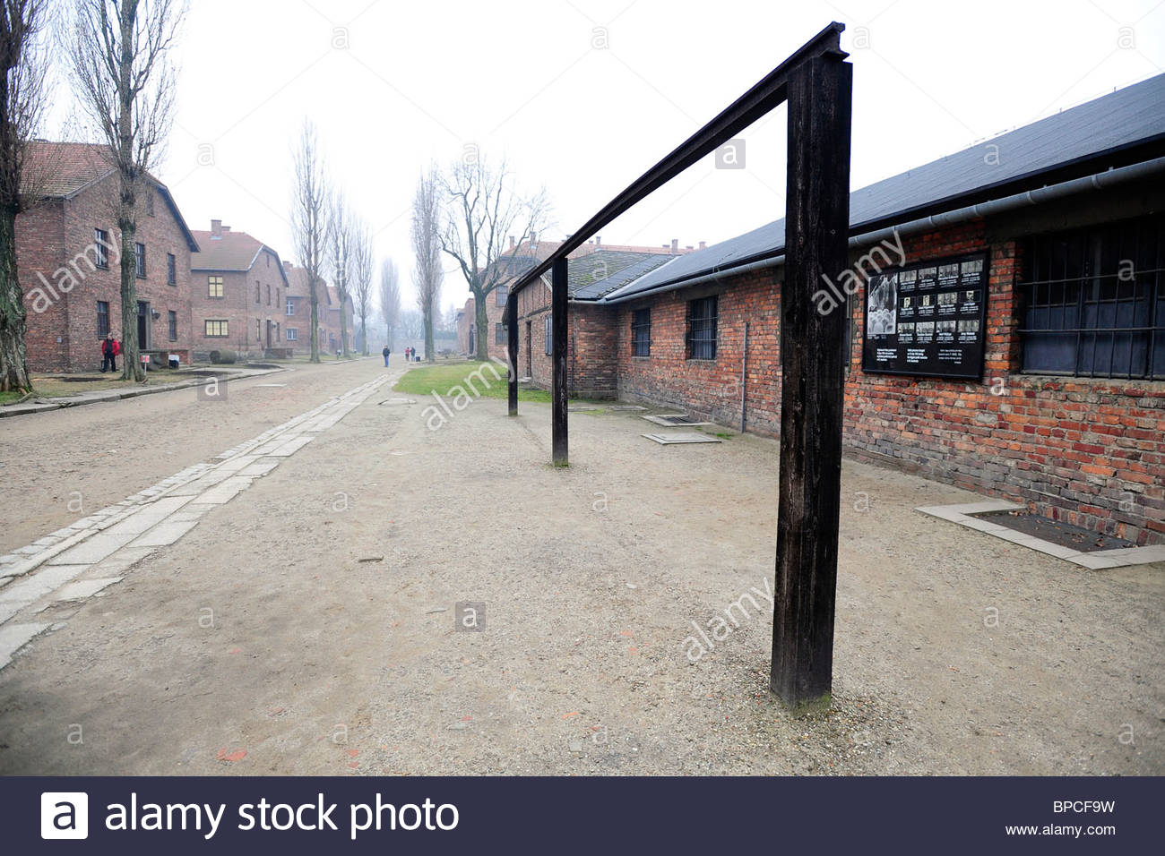 Gallows for multiple hangings at Auschwitz close to the [roll call yard] - Stock Image