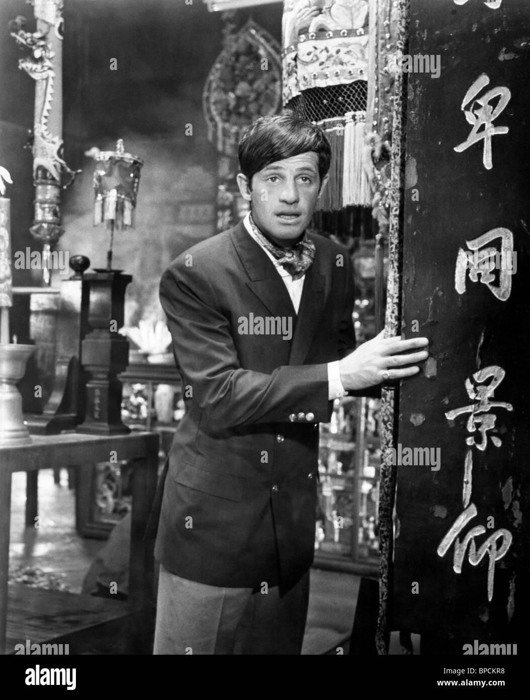 LES TRIBULATIONS D'UN CHINOIS EN CHINE (1965) UP TO HIS EARS (ALT) JEAN-PAUL BELMONDO PHILIPPE DE BROCA (DIR) - Stock Image
