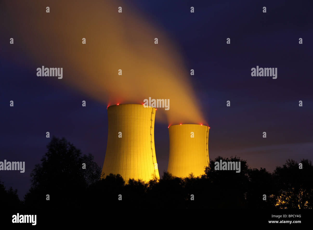 Nuclear power plant at night - Stock Image