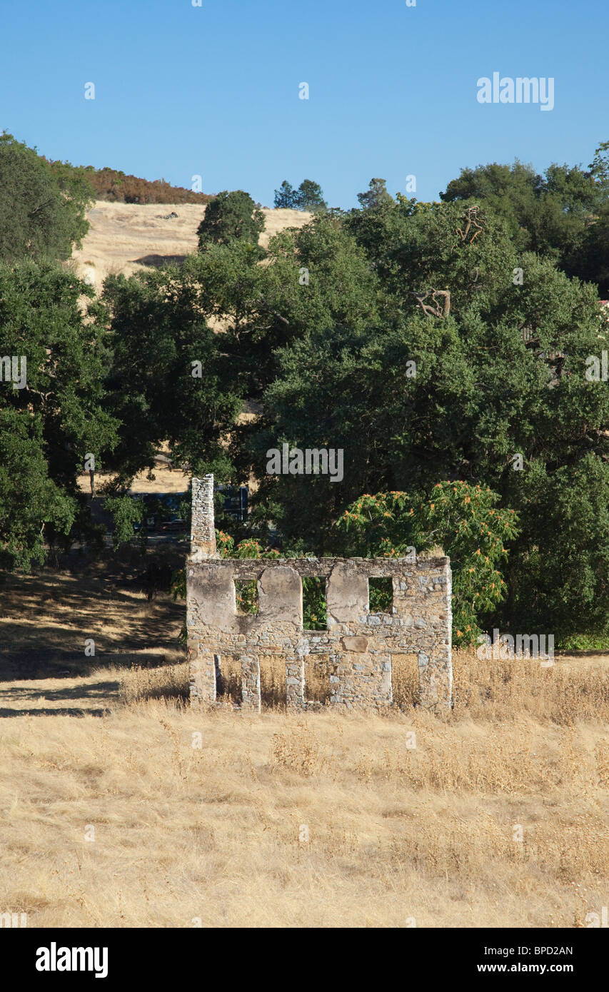 Ruins of an old building in the Gold Rush country of California. - Stock Image