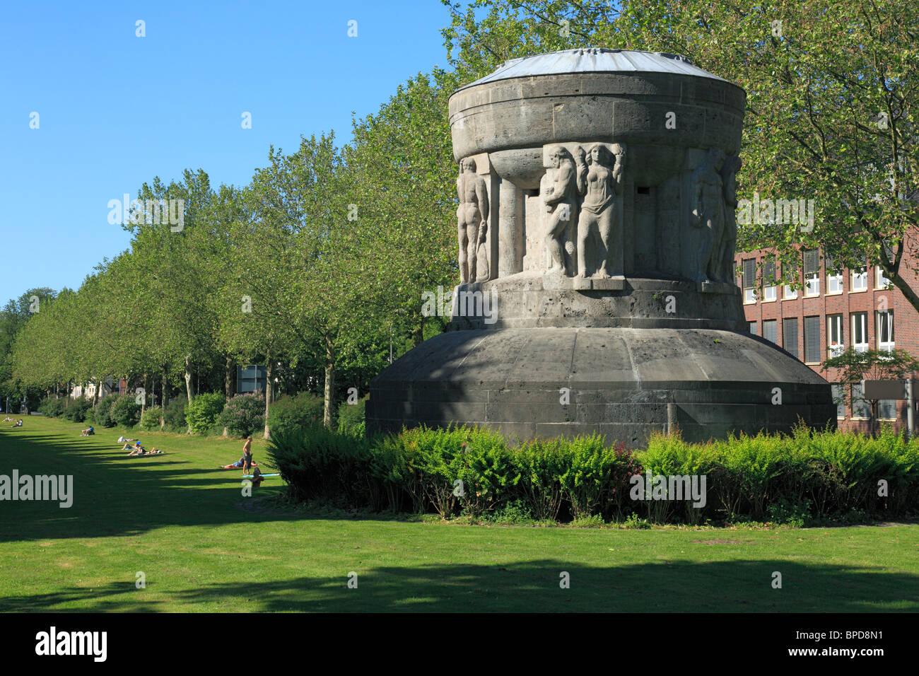 Kriegerdenkmal zur Erinnerung an die Einigungskriege zur Deutschen Einheit an der Promenade in Muenster, Westfalen, - Stock Image