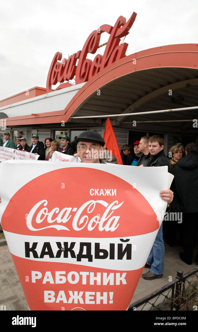 Coca-Cola Company's workers demand wage increase in St. Petersburg - Stock Image