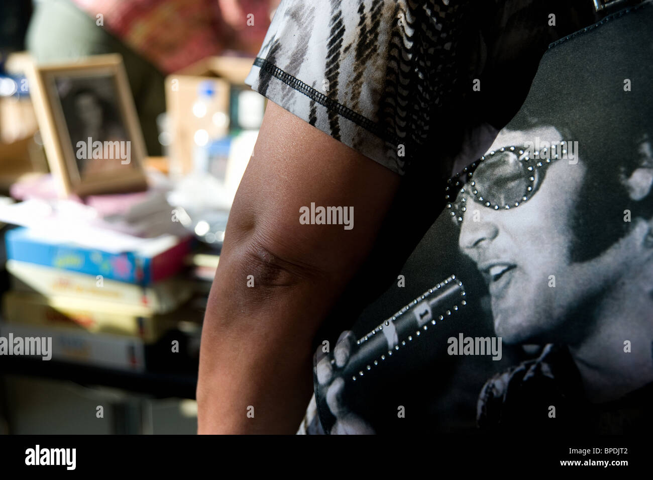 Woman wearing a bag with an image of Elvis Presley on it. - Stock Image