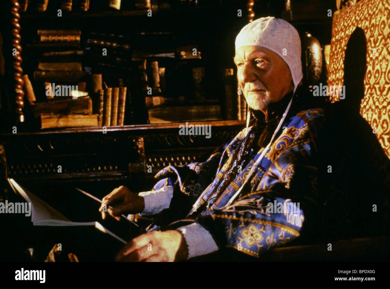SIR JOHN GIELGUD PROSPERO'S BOOKS (1991) - Stock Image
