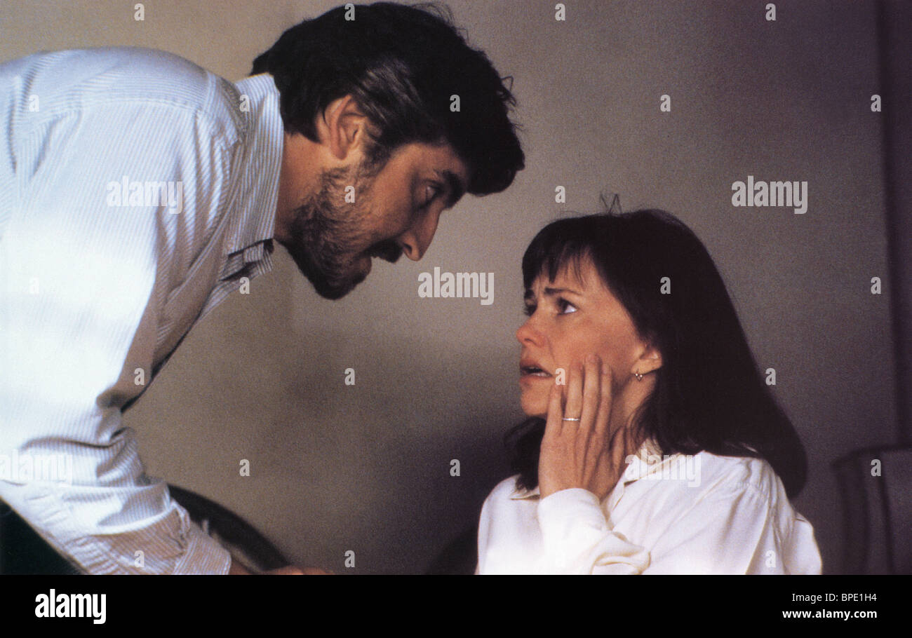 ALFRED MOLINA & SALLY FIELD NOT WITHOUT MY DAUGHTER (1991) - Stock Image