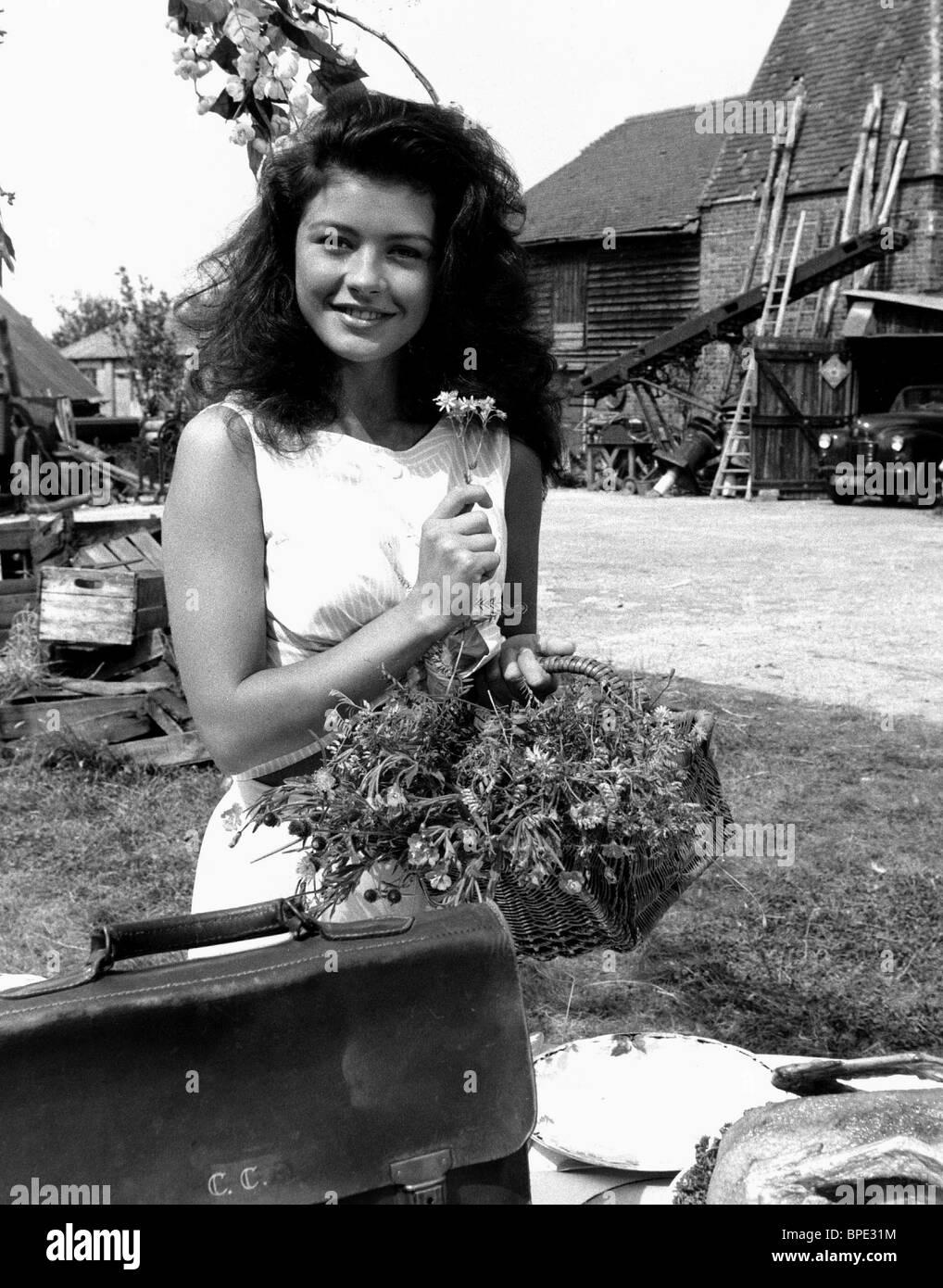 CATHERINE ZETA JONES THE DARLING BUDS OF MAY (1992) - Stock Image