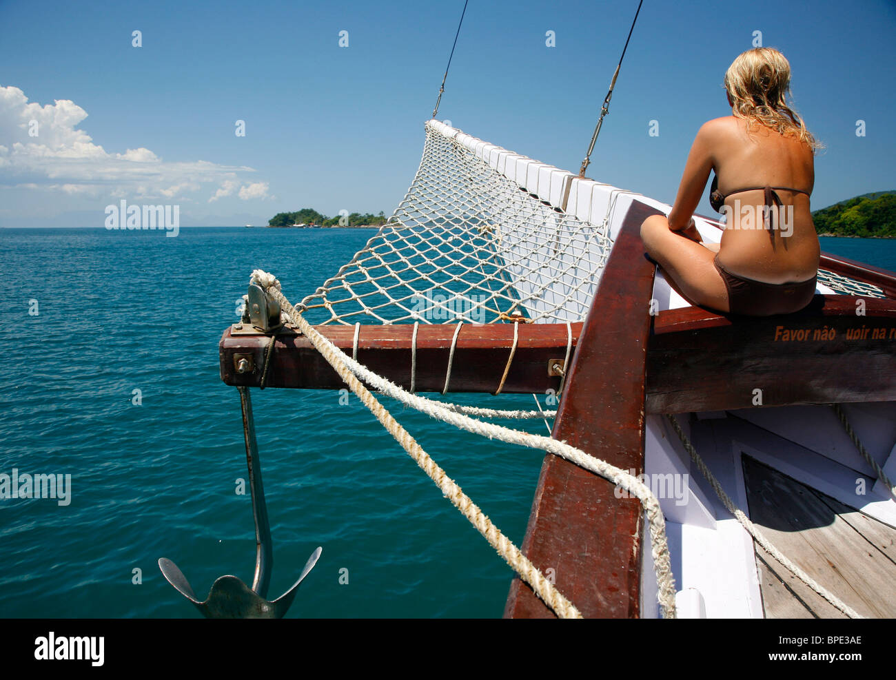 Tourists on a schooner cruising between the different beaches and islands around Parati, Rio de Janeiro State, Brazil. - Stock Image