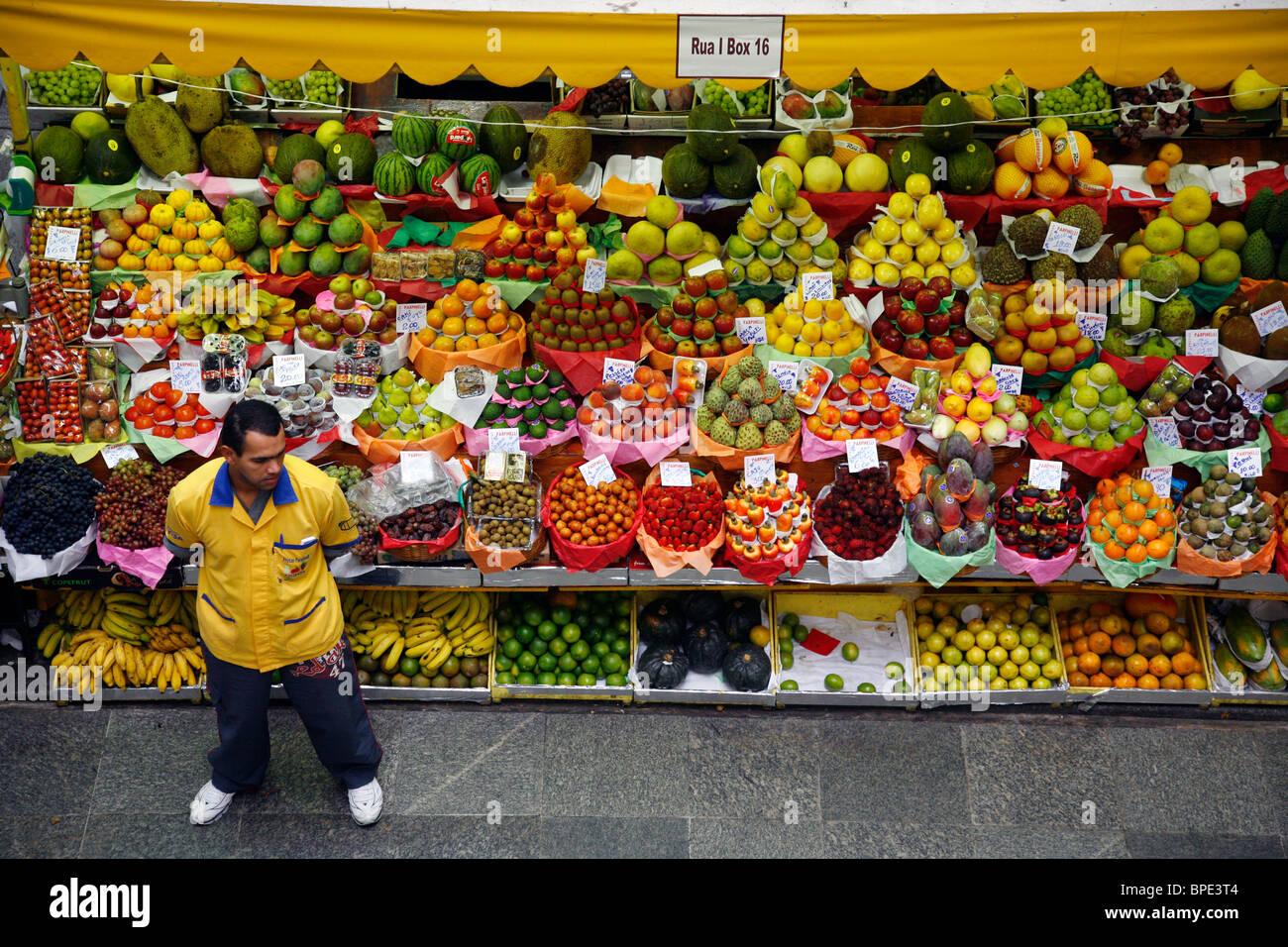 Fruit stall at Mercado Municipal, Sao Paulo, Brazil. - Stock Image