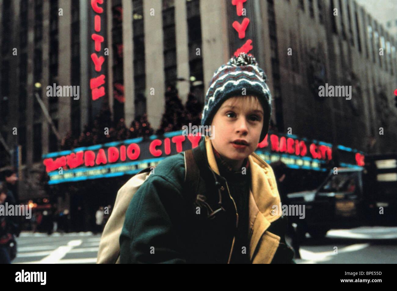 2dd91336bb5 Macaulay Culkin As Kevin Mccallister Film Title Home Alone 2 Stock ...