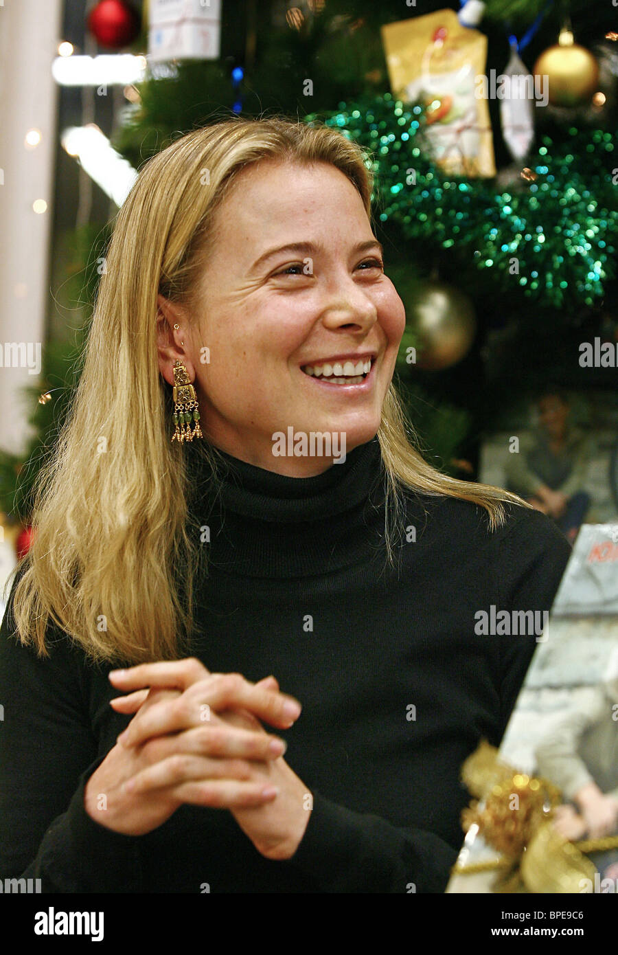 Actress Yuliya Vysotskaya launches her book Eat at Home Every Day - Stock Image