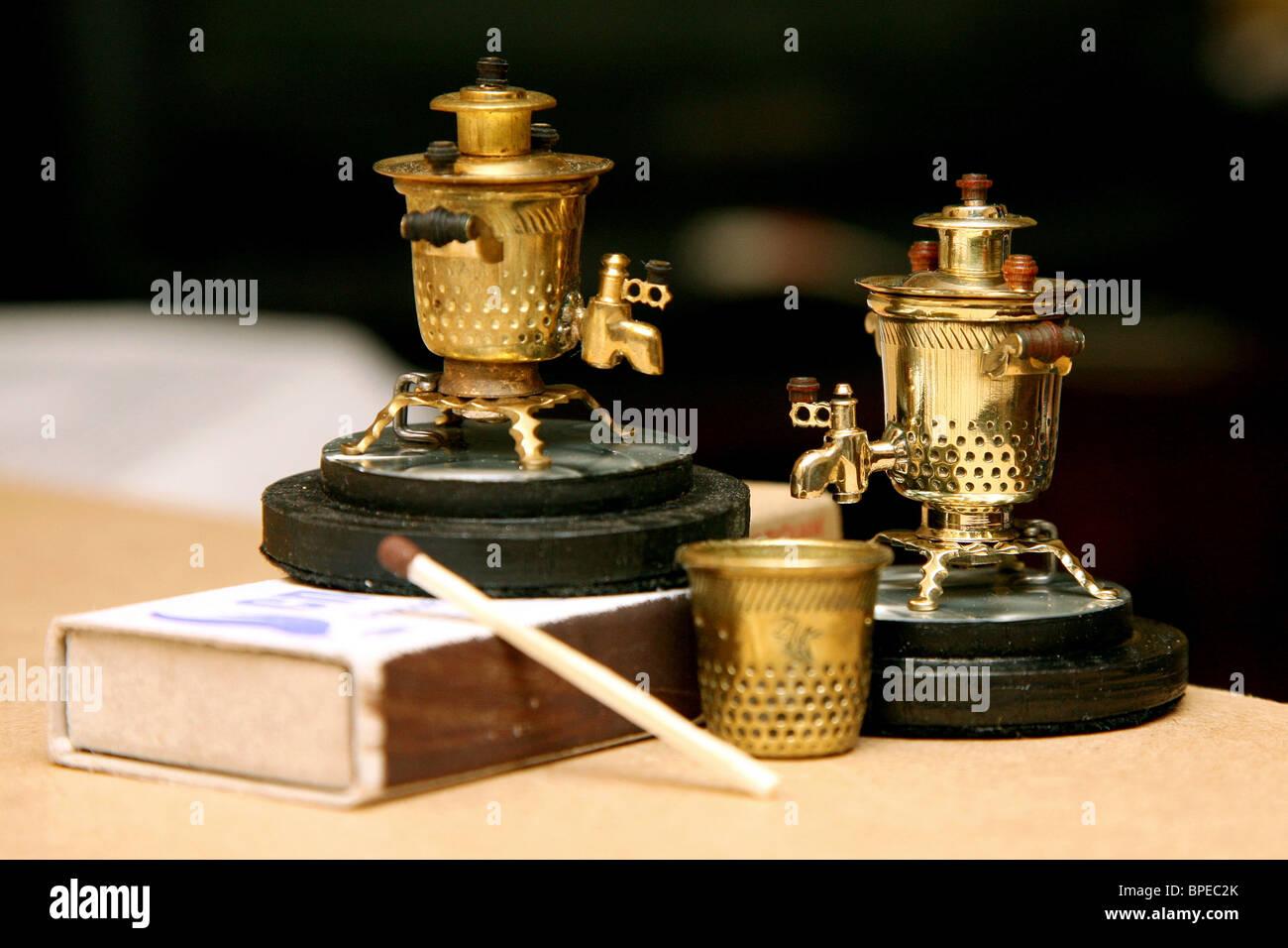 Tiny samovars crafted in Tula - Stock Image