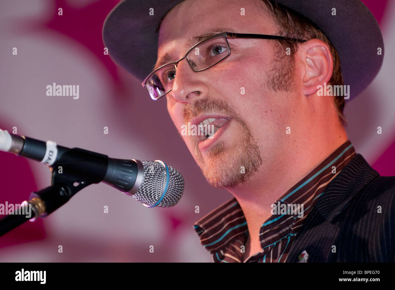 ANEURIN KARADOG welsh poet, performing at the National Eisteddfod of Wales, Ebbw Vale 2010 - Stock Image