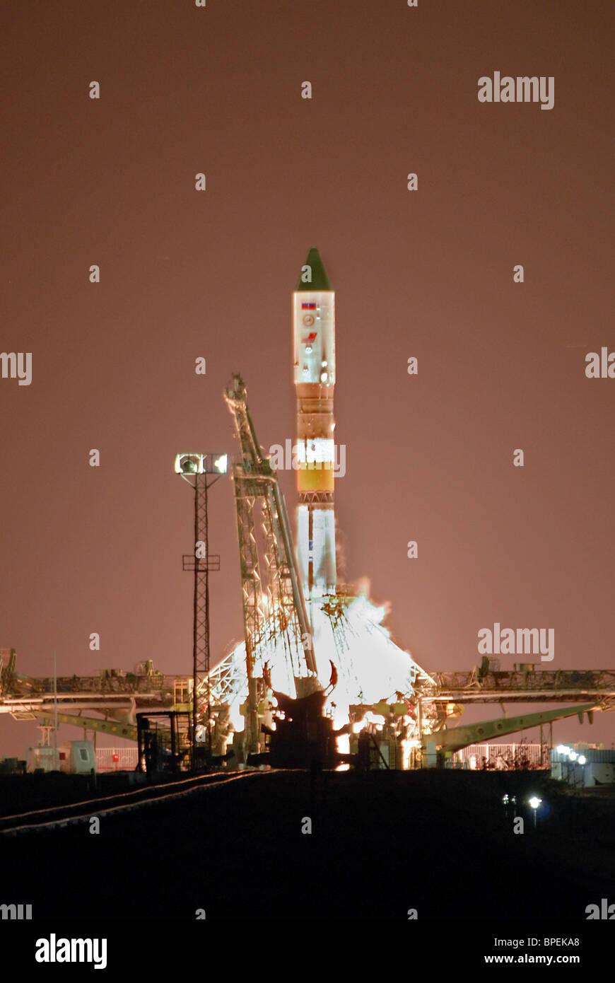Progress M-64/29P cargo ship aboard Russian Soyuz-U carrier rocket launched from Baikonur Cosmodrome - Stock Image