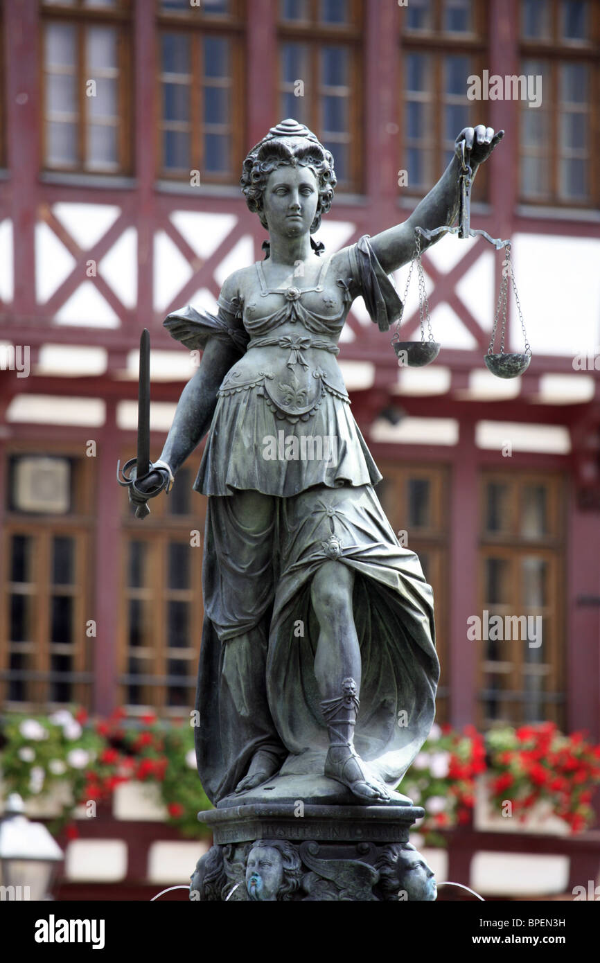 Lady Justice Statue, Römerberg, Frankfurt, Hessen, Germany. - Stock Image