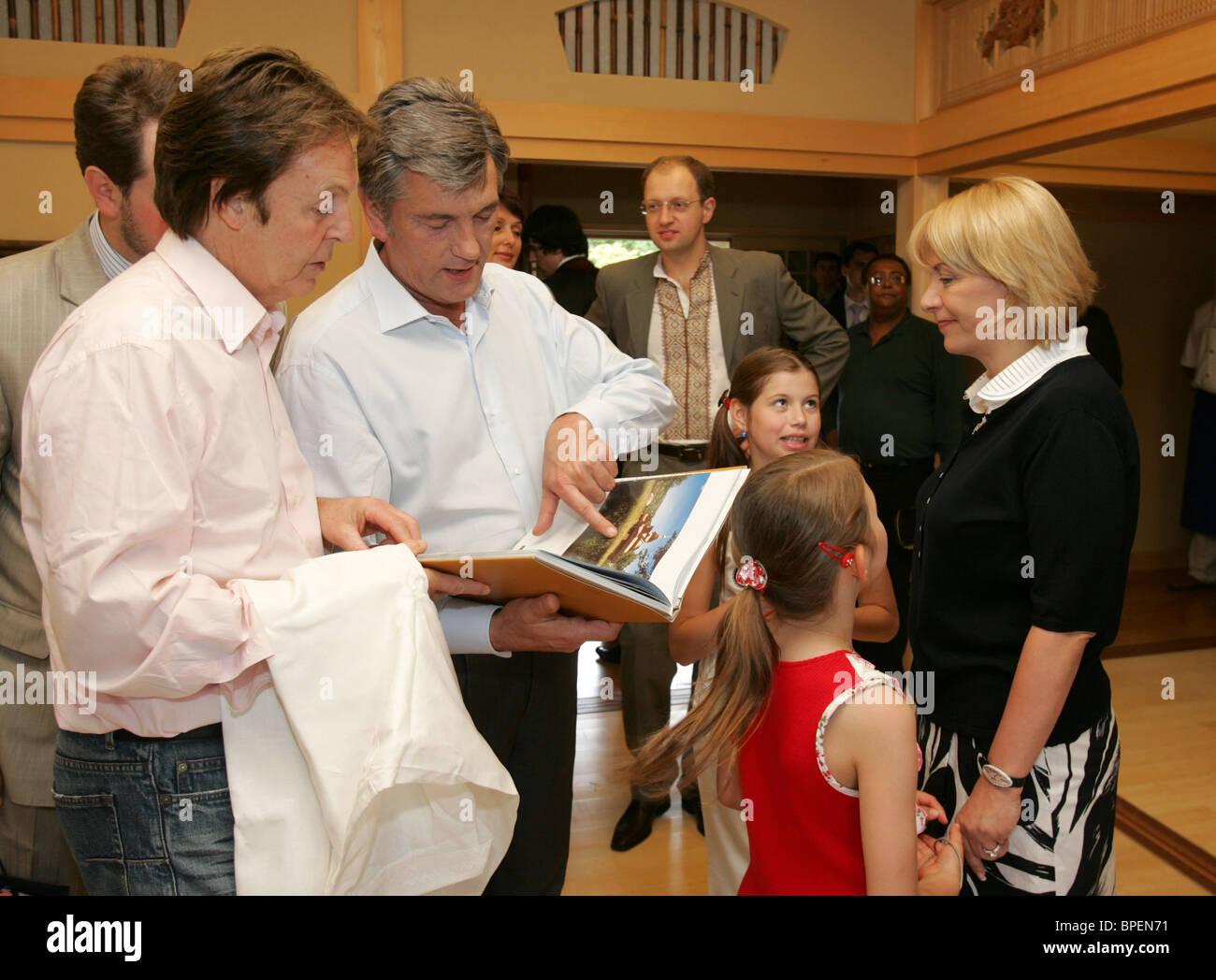 Ukraine's President Viktor Yushchenko & former Beatle Paul McCartney meet in Kyiv - Stock Image