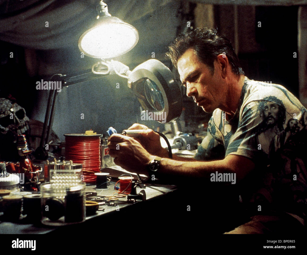 TOMMY LEE JONES BLOWN AWAY (1994 Stock Photo - Alamy