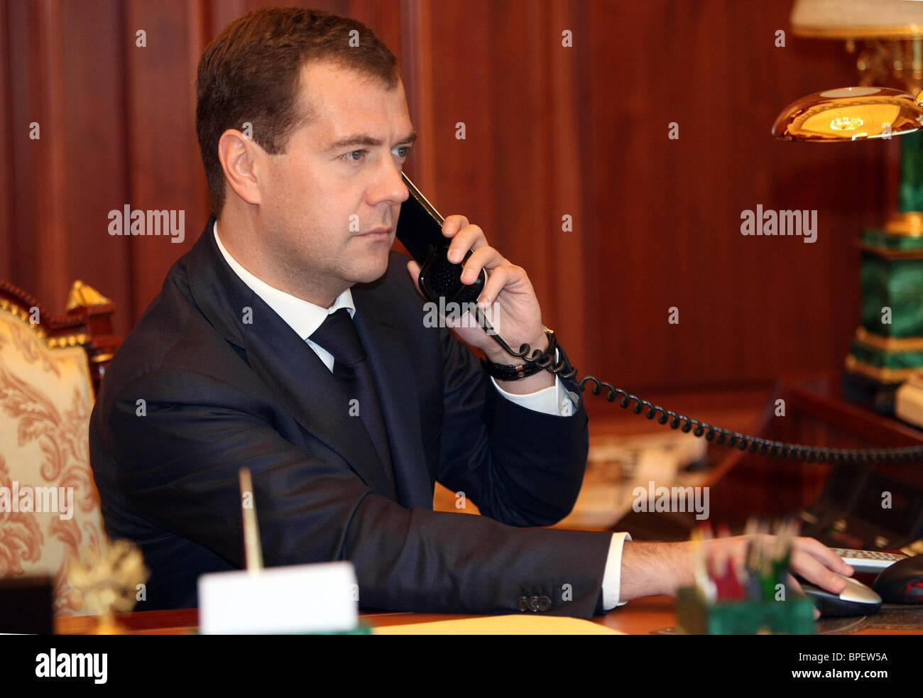Russian President Dmitry Medvedev speaks on phone with Finnish President Tarja Halonen - Stock Image